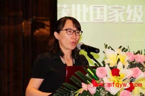 中国林产工业协会副秘书长李东妍宣读获批批文