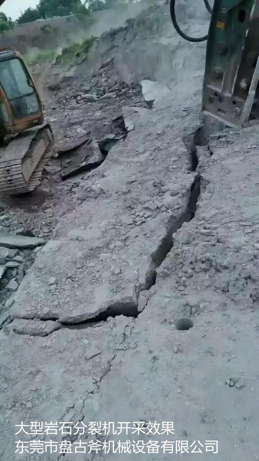 六条柱式分裂器可在中硬岩石上一分钟以内欲裂6至10立方
