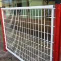 桃型柱护栏网规格 优质桃型柱三角折弯护栏网价格