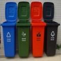 广场塑料垃圾桶